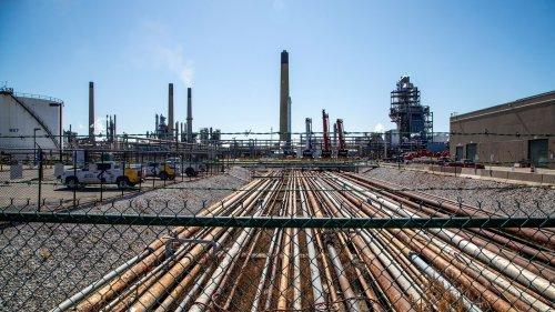 Oil drops toward $62 on concern resurgent virus will sap demand
