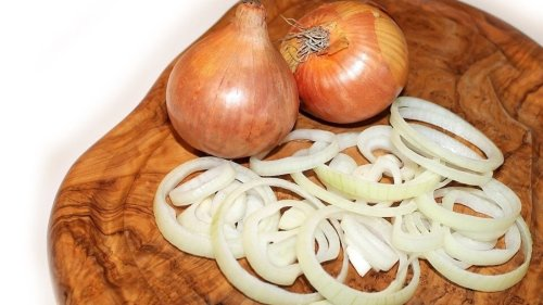 Why we should have onions with lemon before meals. Know the health benefit
