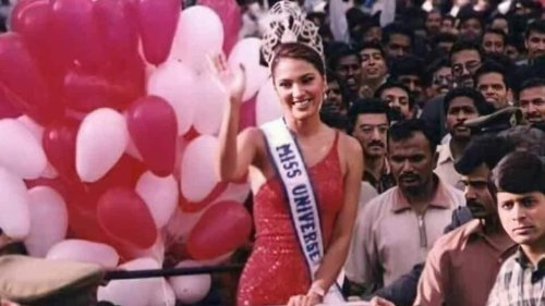 At Miss Universe 2000, Lara Dutta was asked to convince people protesting against pageant. Watch her response