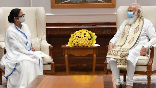 Bengal CM meets PM Modi; discusses Covid, demands more vaccines for state