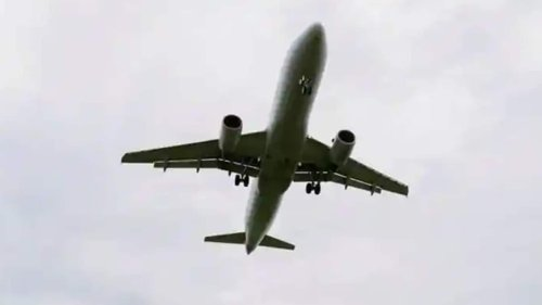 Canada extends ban on commercial and private passenger flights from India