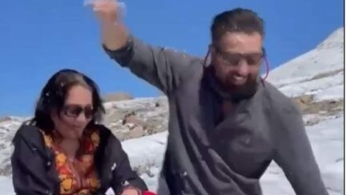 Sunny Deol and his mom Prakash Kaur play in the snow during their trip to the mountains, watch video