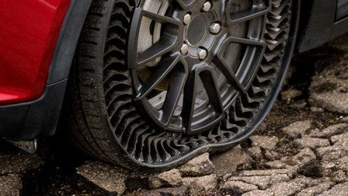Watch: Mini Cooper SE rides on airless tyres