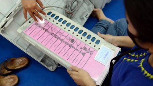 SEC, EC resolve dispute over EVMs; early panchayat polls on cards in Bihar