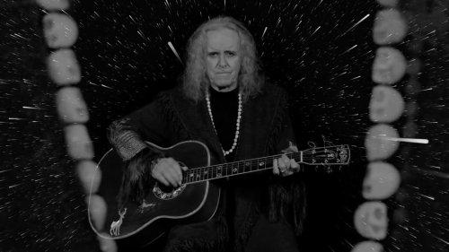 Donovan celebra su 70 cumpleaños con 'I Am The Shaman' y un vídeo dirigido por David Lynch - Nuevas canciones - Hipersónica