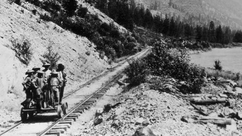 Building the Transcontinental Railroad: How Some 20,000 Chinese Immigrants Made It Happen