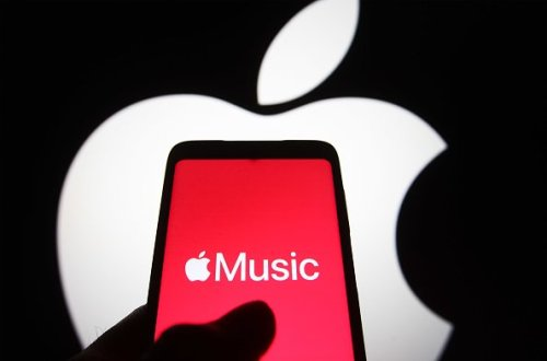 """What does the """"E"""" mean in Apple Music? Symbol explained!"""