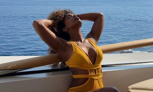 Kelly Rowland channels Beyoncé in a stunning yellow monokini