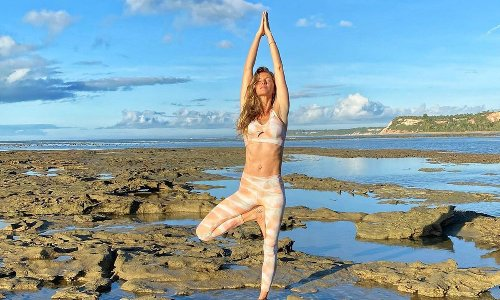 """Gisele Bündchen reflects on the """"most difficult times"""" in her life on international Yoga Day"""