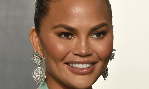 Chrissy Teigen shares the pics she used to get an agent 15 years ago