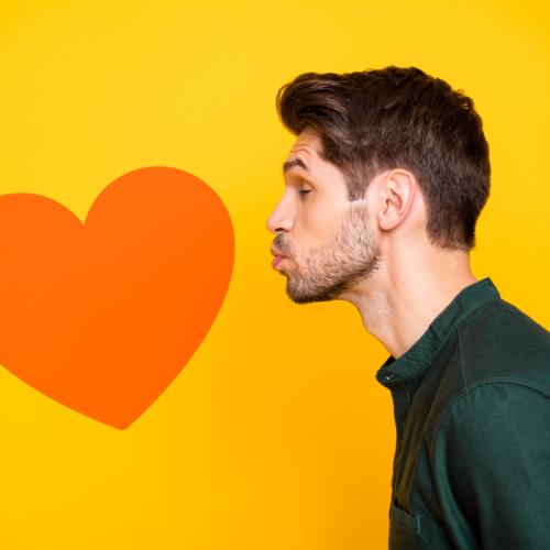 Por qué se celebra el Día Internacional del Beso cada 13 de abril