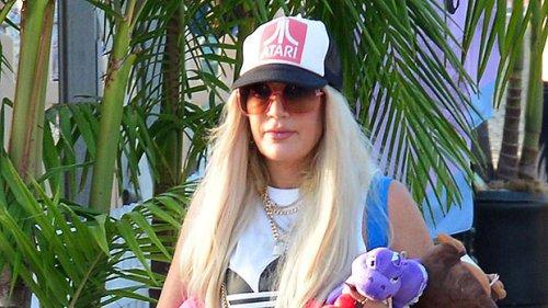 Tori Spelling Transforms Into Gwen Stefani With Long Blonde Hair, Crop Top & Punk Pants