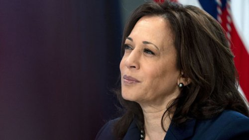 Kamala Harris Shows Off Her White House Desk & Fans Cheer For The Vice President On Twitter — Pics