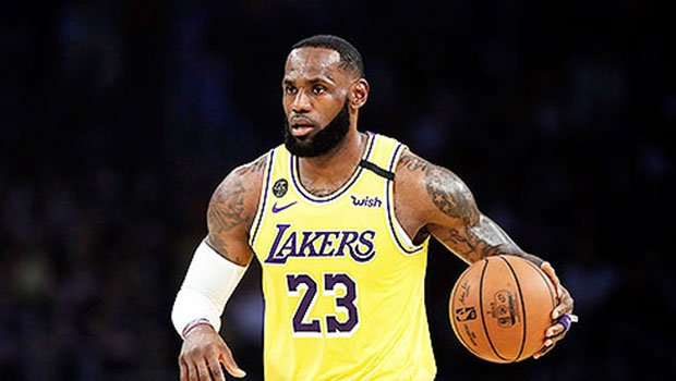 LeBron James Makes 'Wakanda Forever' Sign In Tribute To Chadwick Boseman At Lakers Game