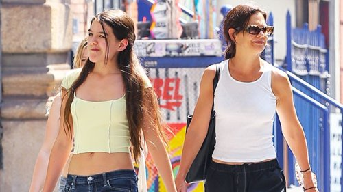 Suri Cruise, 15, Looks So Grown Up In Crop Top & Low-Rise Jeans While Out With Mom Katie Holmes — Photo