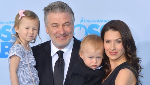 Hilaria Baldwin Manages To Snap A Selfie With All Six Of Her Kids Ages 1 Month To 7