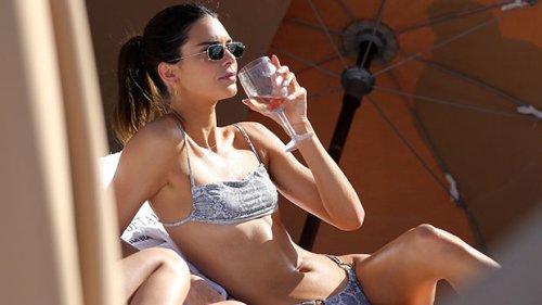 Kendall Jenner Stuns In Tiny Yellow Bikini & Cowboy Hat In Sexy New Mirror Selfie