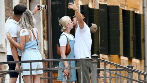 Katy Perry & Orlando Bloom Share A Passionate Kiss While Snapping A Selfie In Venice — See Pic