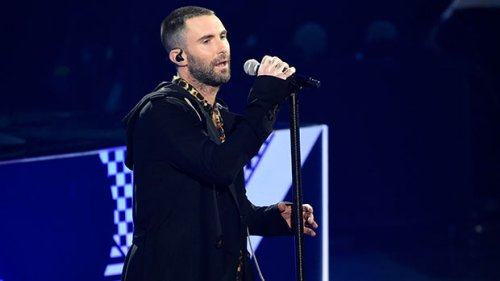 Adam Levine Gets His Makeup Done & Rocks Pearl Necklaces To Tape 'Jimmy Kimmel' Performance: Pics