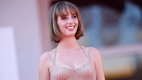 'Mainstream' Star Maya Hawke on Modern Fairy Tales and Shooting 'Stranger Things 4' Mid-Pandemic