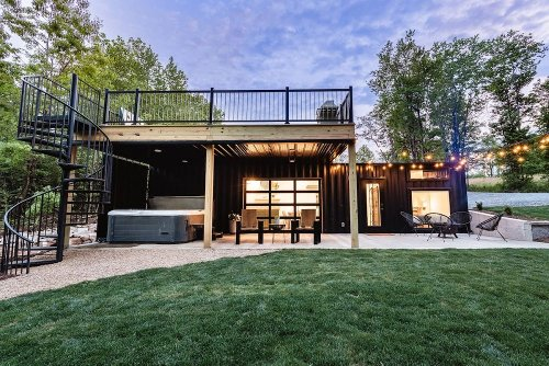 A Cozy Shipping Container Rental With Spectacular Outdoor Areas