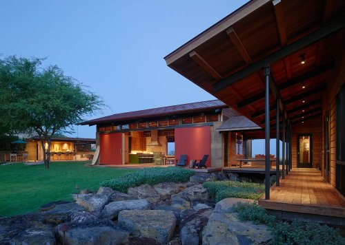 Beautiful Examples of Hawaiian Architecture Inspired by This Unique Island