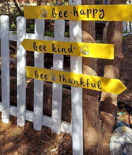 Bee Kind Signs DIY