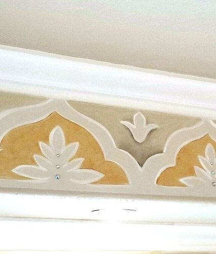 How to Paint a Decorative Ceiling Border