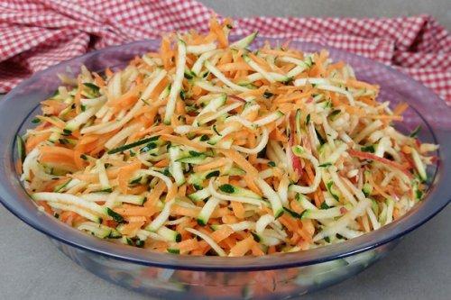 Zucchini-Salat mit Karotte und Apfel - 3 Zutaten Salat