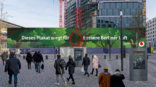 Luftreinigende Plakate: Mit dieser innovativen Kampagne präsentiert sich Vodafone als grüne Marke
