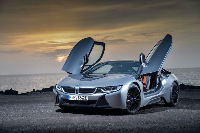 This Is The Coolest Feature Of The BMW i8