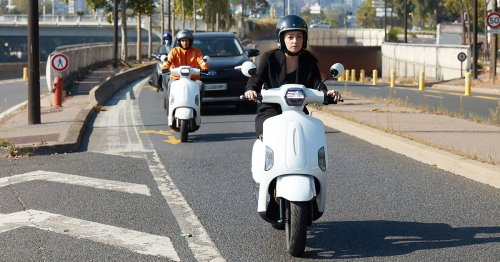 The Mob-ion Electric-Hydrogen Hybrid Scooter Will Get Rid Of Your Range Anxiety