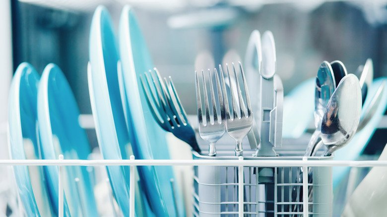 What To Do If Your Dishes Come Out Spotty