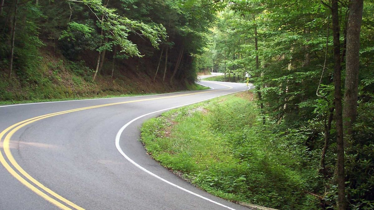 Tail of the Dragon, Plus 4 Other Roads That Are Wicked-fun to Drive