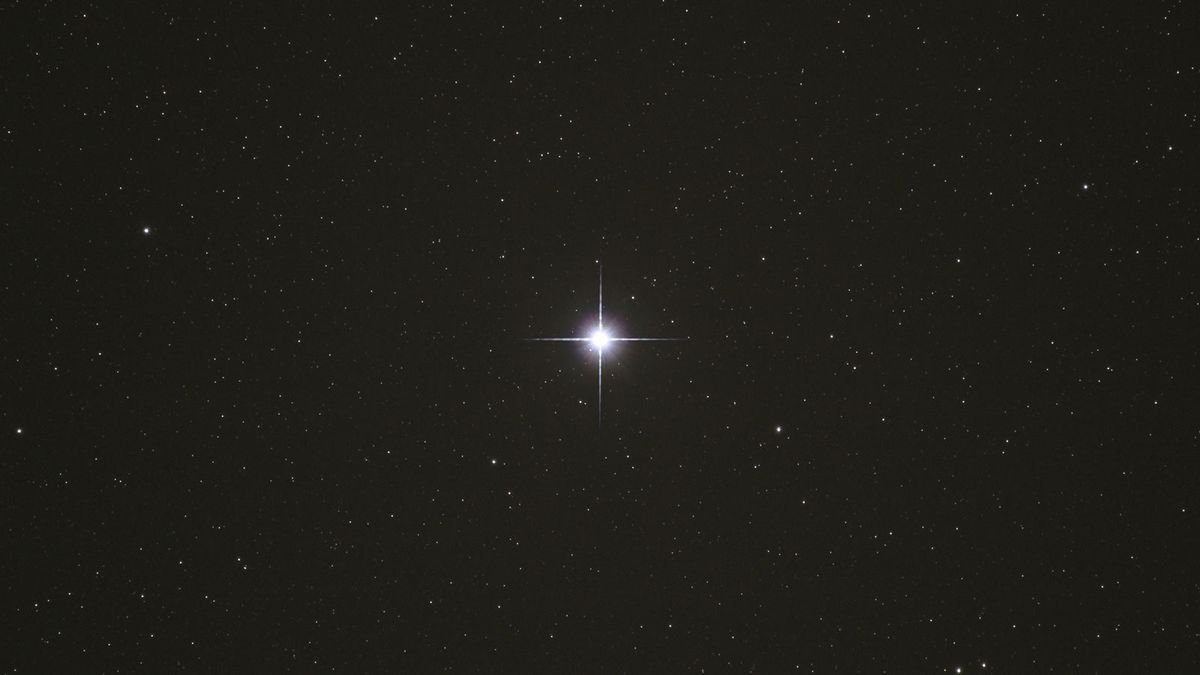7 Eye-catching Facts About the Bright Star Vega