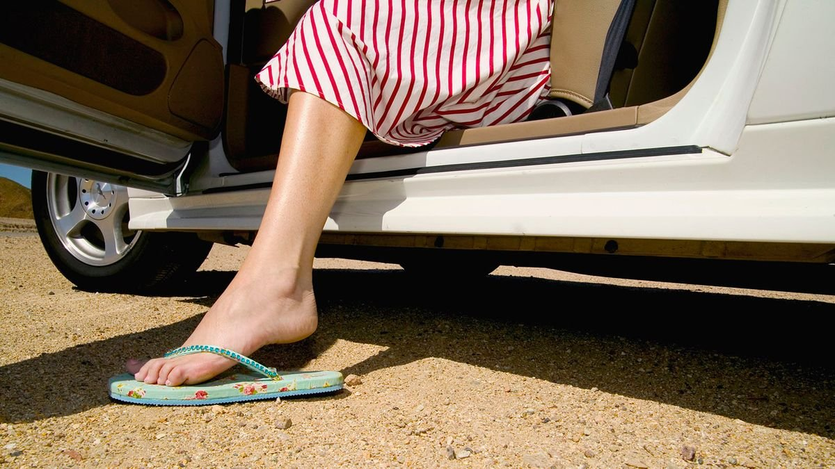 Driving With Flip-flops Is Illegal and Other Common Traffic Misconceptions