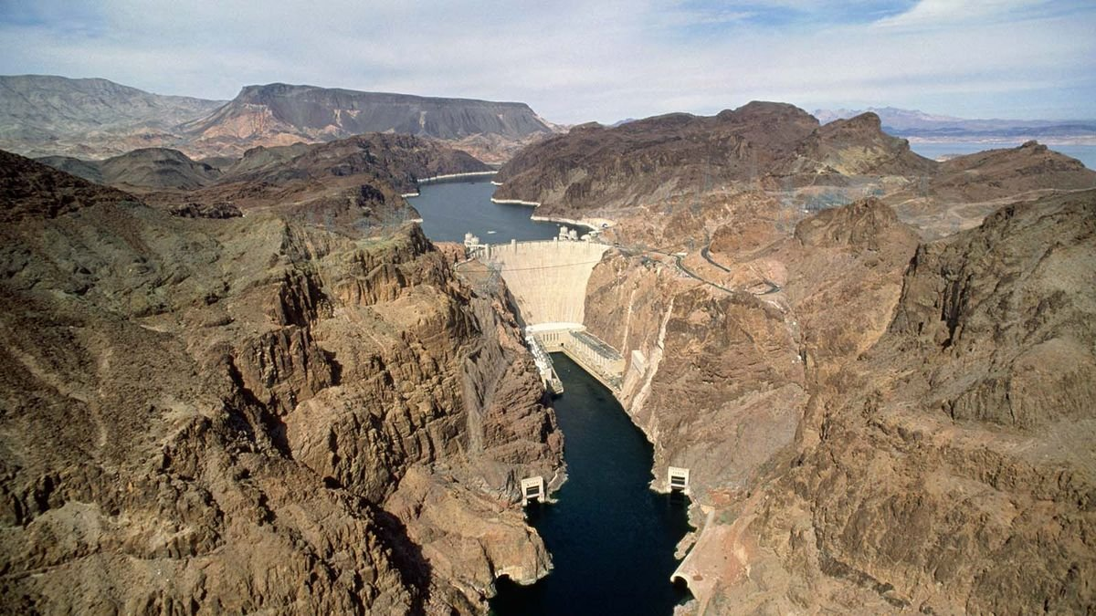 What if the Hoover Dam Broke?