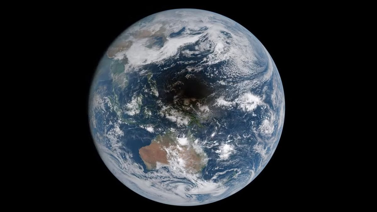 What Does a Total Solar Eclipse on Earth Look Like From Space?