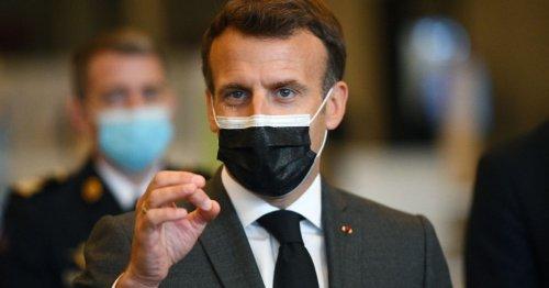 """Macron ouvre la vaccination """"sans limite d'âge"""" dès le 12 mai quand il reste des doses"""