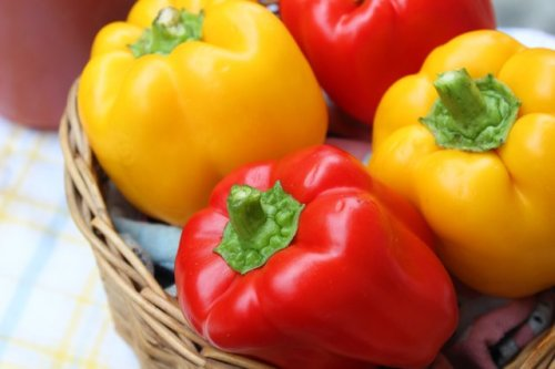 This Kitchen Trick Lets You Cut Bell Peppers Without Getting Seeds Everywhere   Hunker