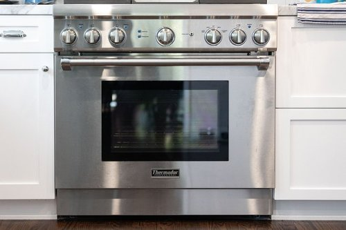 The One Oven Door Hack You Need to Know Before Cleaning Your Kitchen   Hunker