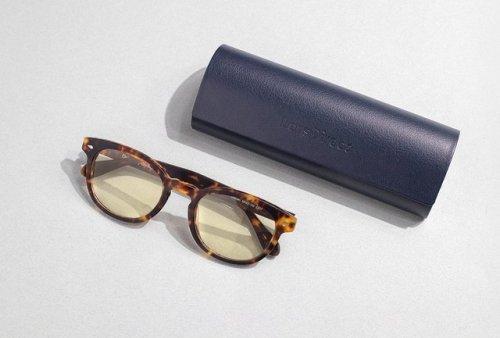 I Tried Nighttime Blue Light Glasses Designed to Give You Better Sleep | Hunker
