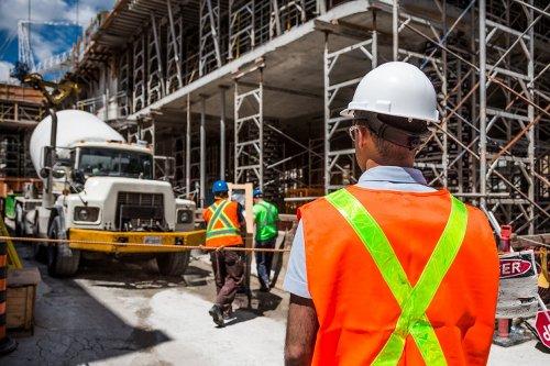 La construcción alerta de despidos y menores indemnizaciones si desaparece el contrato fijo de obra