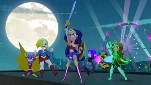 DC Super Hero Girls: Teen Power - Review