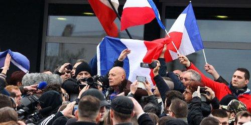 Le lettere dei militari francesi contro Macron - Il Post