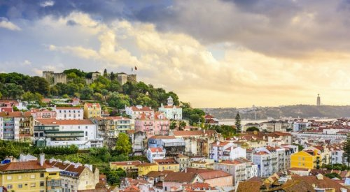 Portugal Implements Weekend Travel Ban in Lisbon Amid Virus Surge
