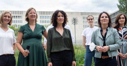 Wirbel um Bildausschnitt: Grüne schneiden Männer aus Gruppenfoto mit Annalena Baerbock!