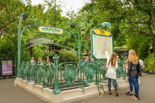 How to get around in Paris - Lonely Planet