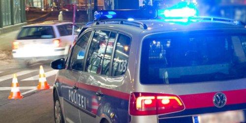 Burschen bauen mit gestohlenem Auto in Wien 3 Unfälle