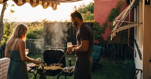 How to Create the Ultimate Memorial Day Backyard Party (For Every Size Gathering)